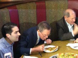 Gov. John Kasich eats pizza with a fork.