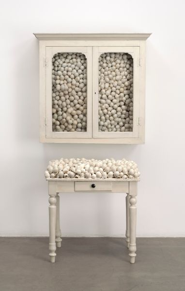 Marcel Broodthaers, Armoire blanche et table blanche (White cabinet and white table), 1965.