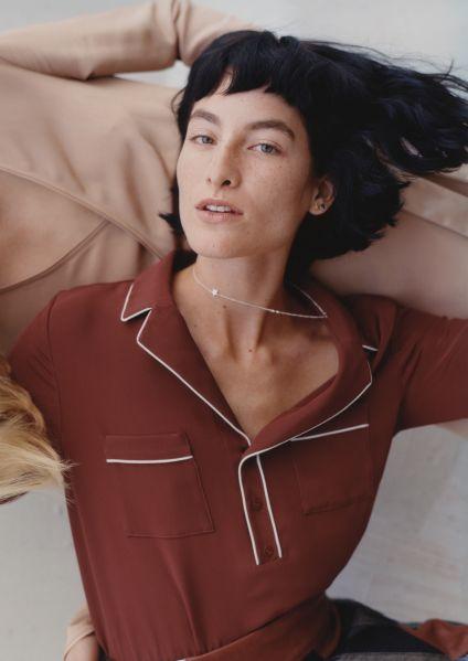 The easily-adaptable silk shirt
