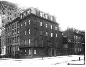 19 Gramercy Park South circa 1909, when an apartment building was added to the lot.