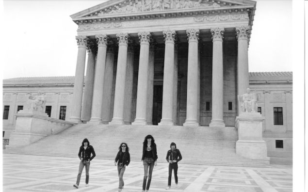 Danny Fields, Ramones on the steps of the US Supreme Court, (1976).