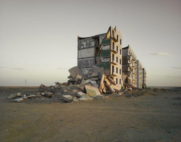 Nadav Kander, The Aral Sea I (Officer's Housing), Kazakhstan, 2011. © Nadav Kander.