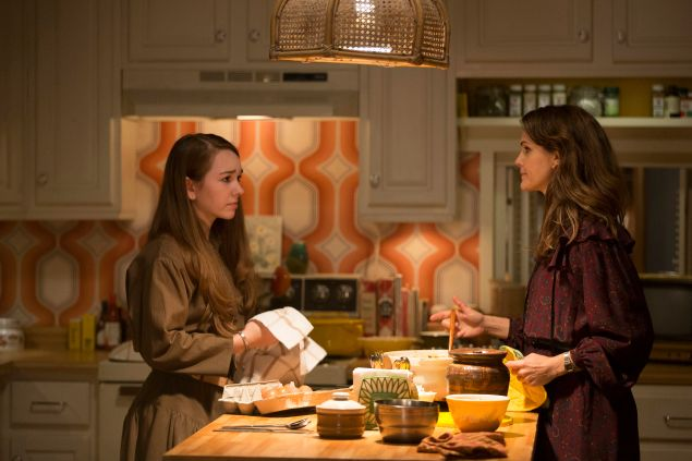 Holly Taylor as Paige Jennings and Keri Russell as Elizabeth Jennings.