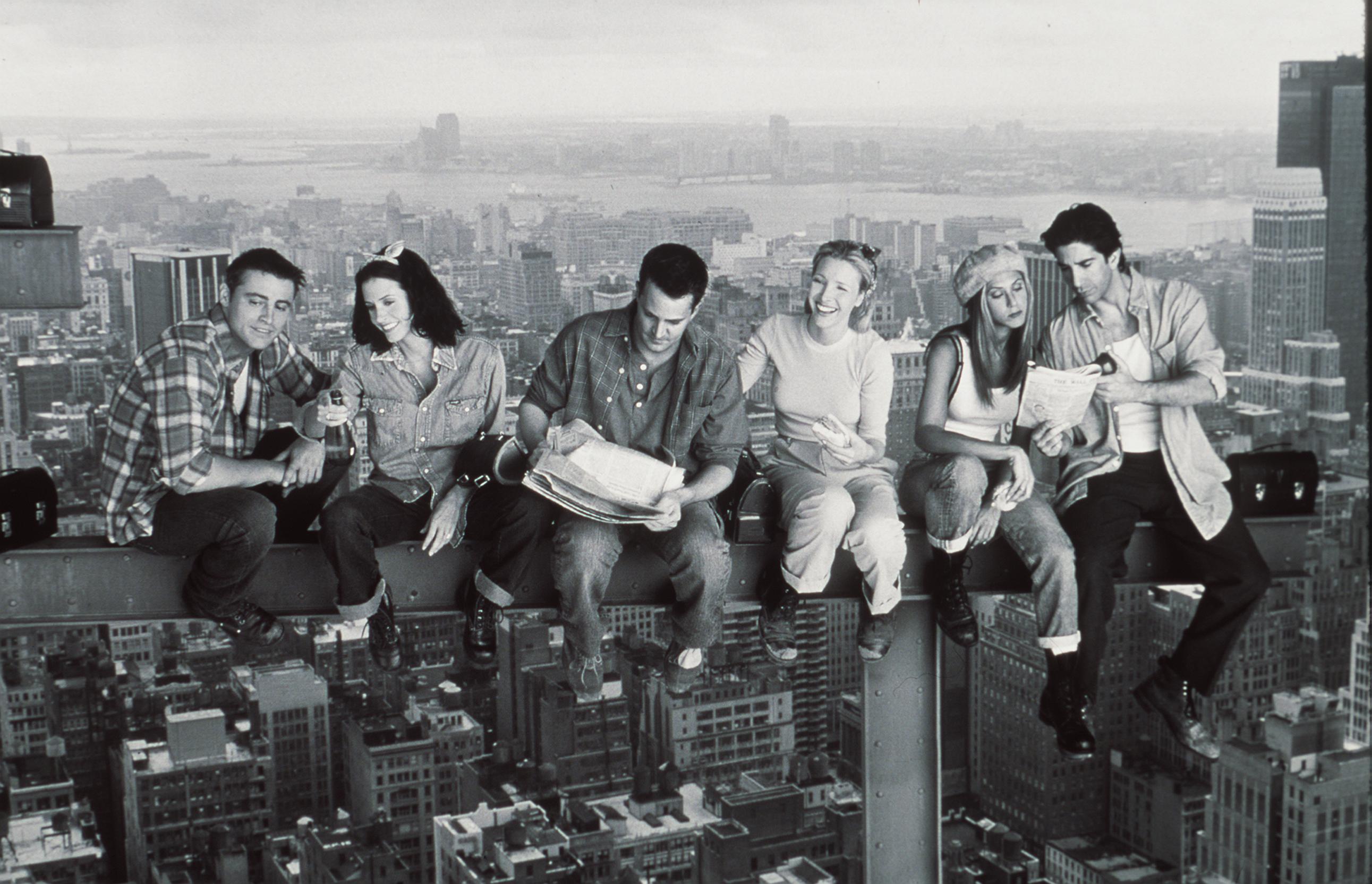 Matthew Perry, Jennifer Aniston, Courteney Cox, Matt Le Blanc, Lisa Kudrow, And David Schwimmer Star In The 1999 Season Of 'Friends.'