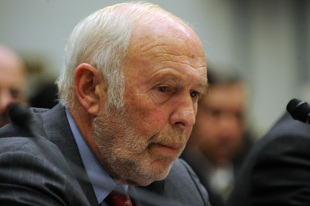 "James Simons, director of Renaissance Technologies LLC, listens during the House Oversight and Government Reform Committee November 13, 2008 in Washington, DC. George Soros chairman of Soros Fund Management LLC, testified on the topic of ""The Regulation of Hedge Funds"" during the hearing.  AFP PHOTO/TIM SLOAN"