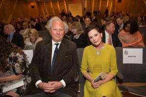 Graydon Carter and NYPL Trustee Gayfryd Steinberg at the Presidents Council Spring Dinner.