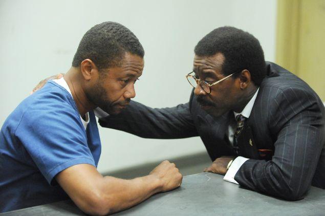 Cuba Gooding, Jr. as O.J. Simpson and Courtney B. Vance as Johnnie Cochran.