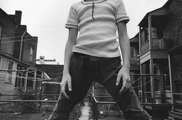 Mark Cohen, Defiant Girl up on Fence, 1973.