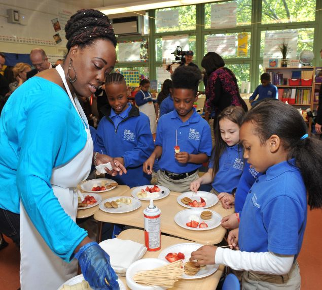 Jaynine Taylor teaches the children how to make healthy breakfast kebabs