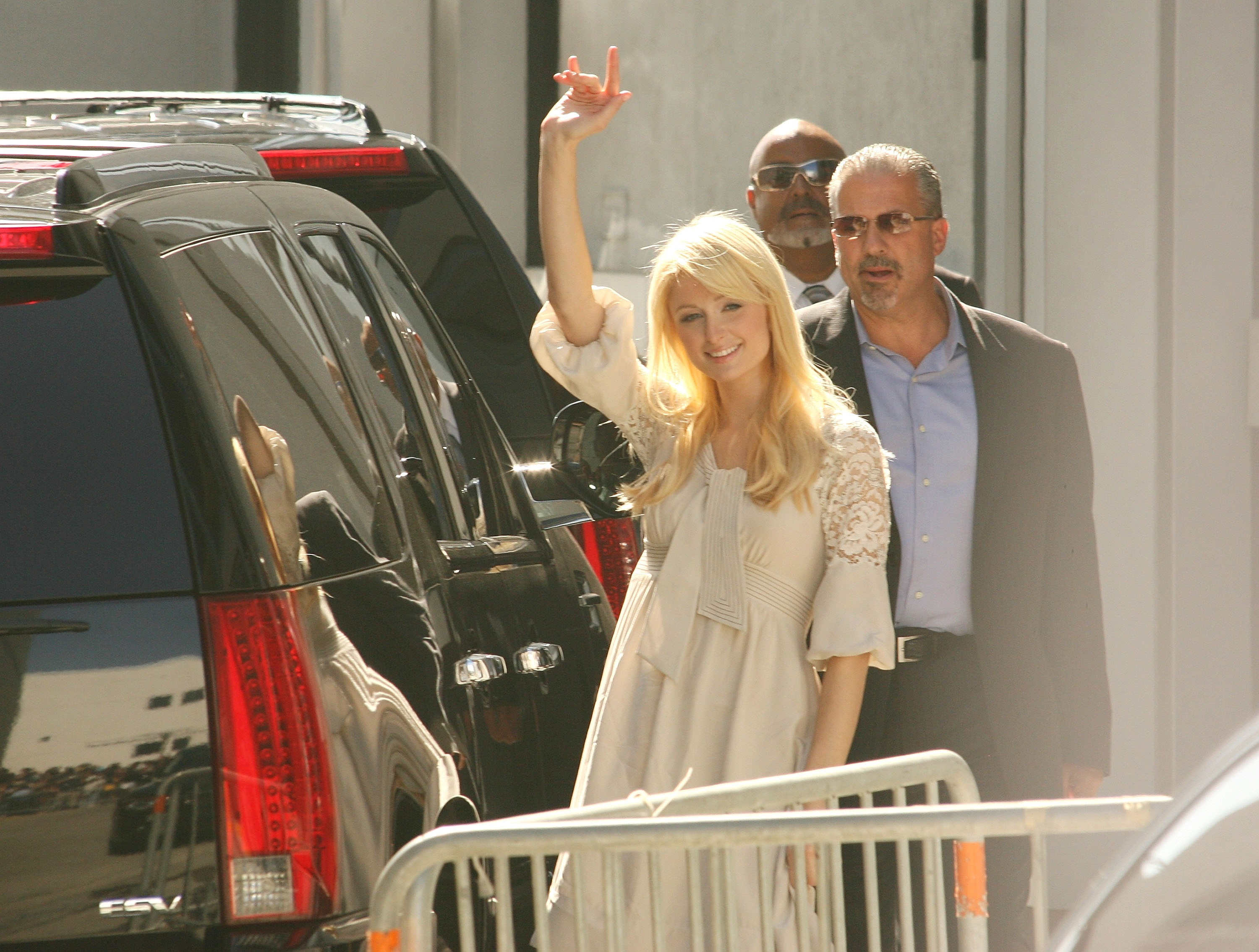 LOS ANGELES, CA - JUNE 27: Paris Hilton waves as she leaves the CNN building for an interview with Larry King on June 27, 2007 in Los Angeles, California.