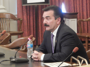 Prieto testifies in favor of the amended Senate bill