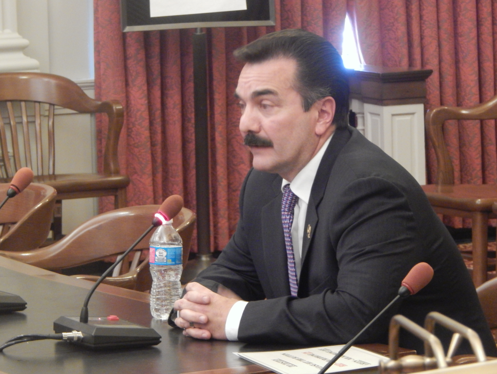 Prieto testifies in favor of the amended Senate bill