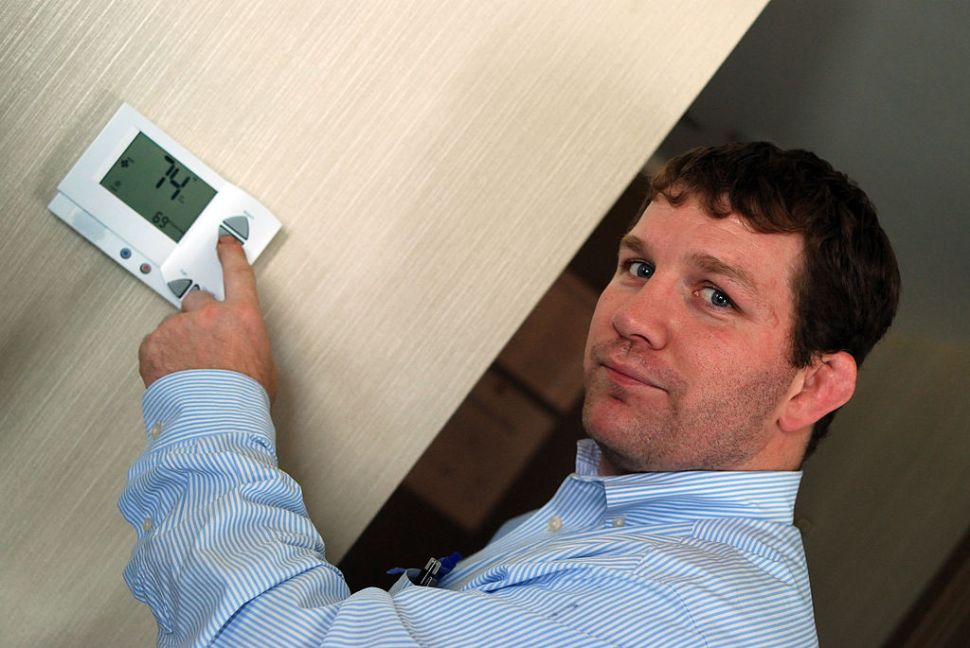 Chief engineer Ryan Egan demonstrates a new smart thermostat system installed at Chicago's riverside Sheraton hotel which will cut energy bills by $136,000 a year on November 29, 2012 in Chicago. Chicago's skyline is going green, as property managers install energy efficient tools like motion-detectors on office lights, in a project officials hope will inspire changes across the United States. AFP PHOTO/MIRA OBERMAN