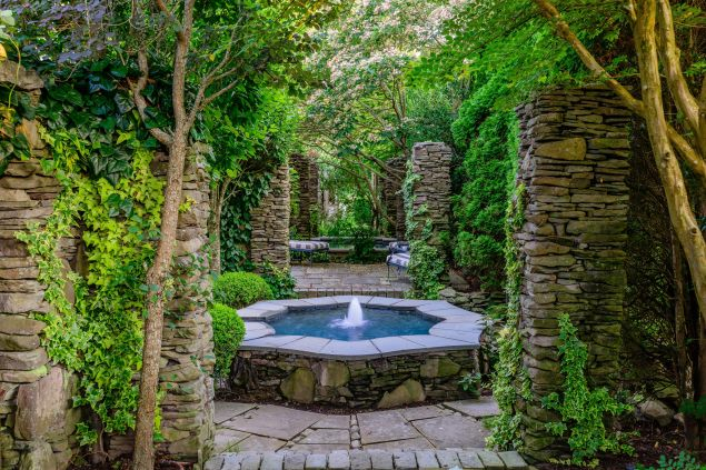 Secret garden vibes.