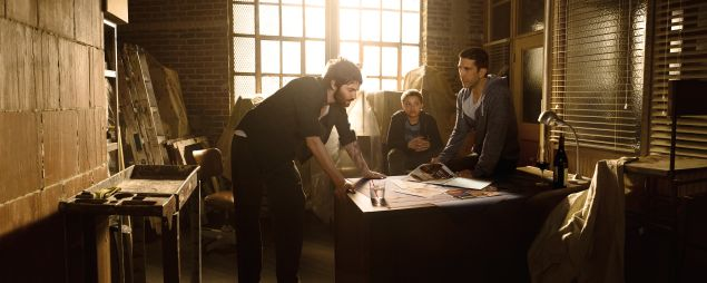 Jim Sturgess as Dion Patras, David Schwimmeras Tommy Moran and Elijah Jacob as TJ Moran.