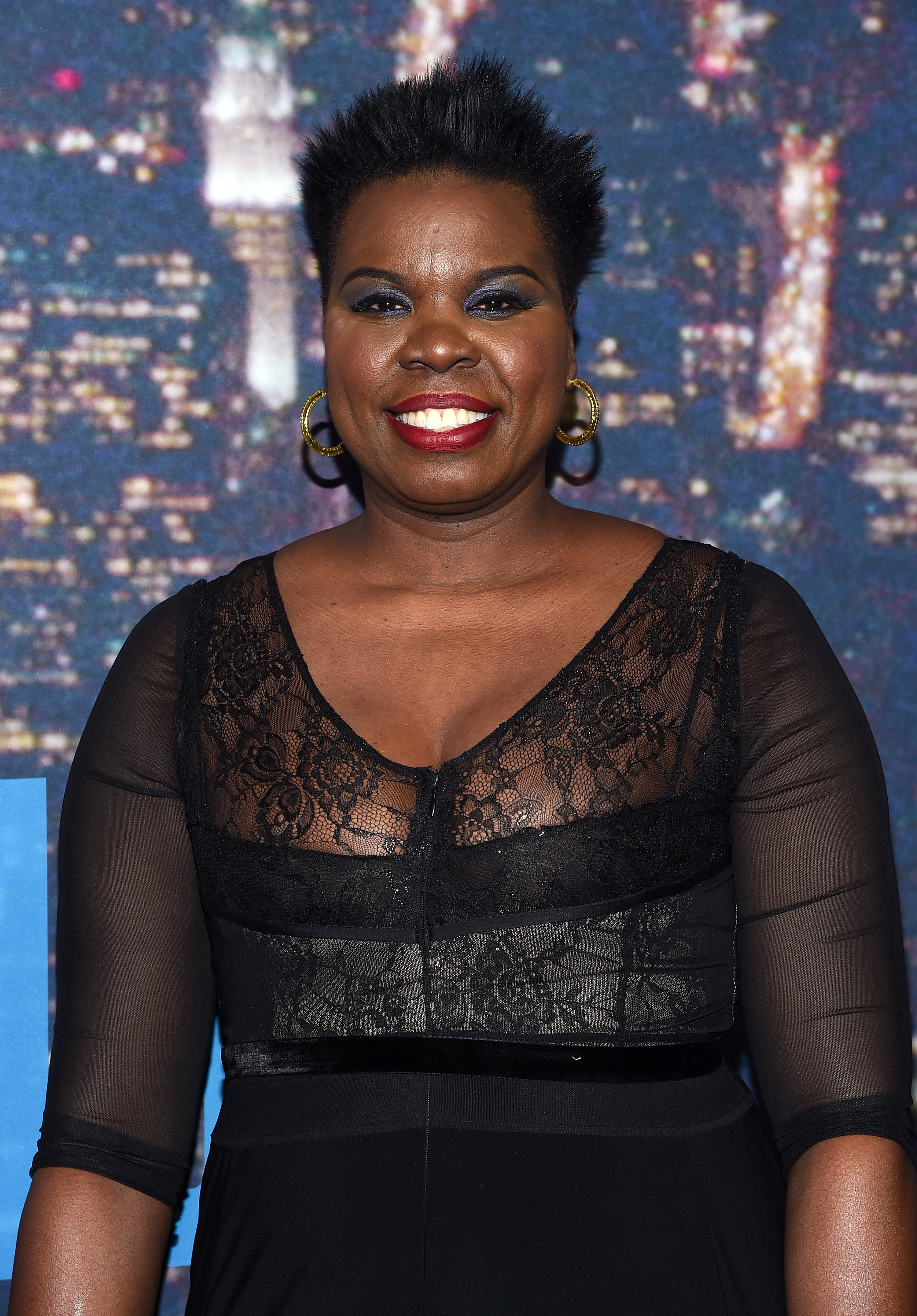 Comedian Leslie Jones took to twitter over frustration about the lack of designer options for non-sample sized actresses.