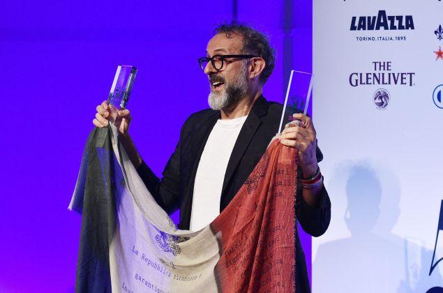 Chef Massimo Bottura accepts his #1 Best Restaurant Award