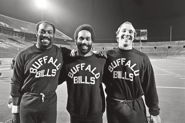 O.J. Simpson with teammates Lineman Reggie McKenzie and Guard Joe DeLamielleure