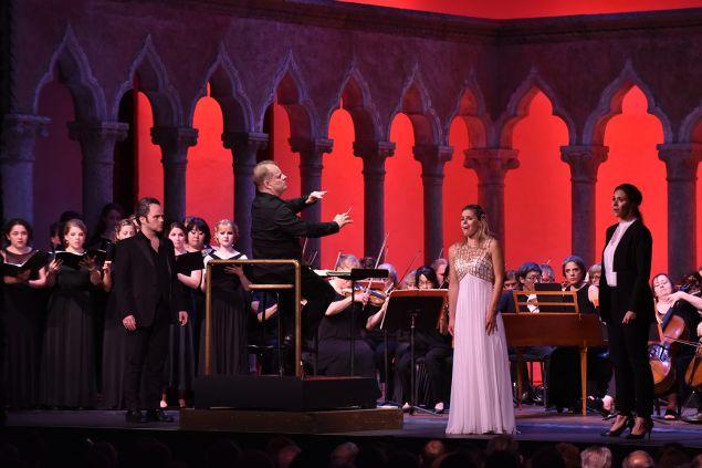 Andrew Owens, tenor, Georgia Jarman, soprano, and Tamara Mumford, mezzo-soprano, performing in Aureliano in Palmira by Gioachino Rossini.