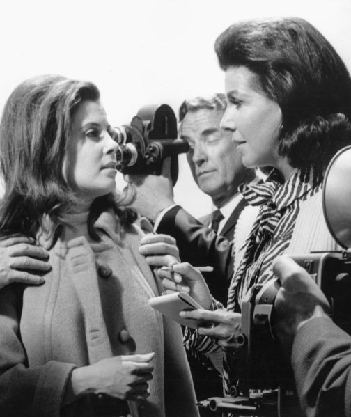 Jacqueline Susann with Barbara Parkins on the 'Valley of the Dolls' movie set.