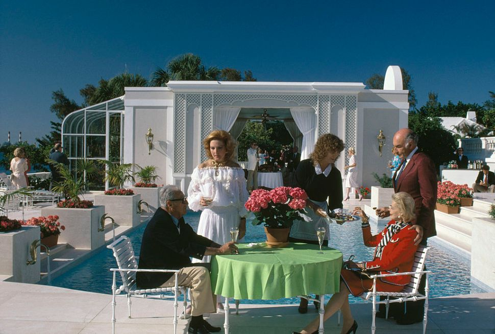 A luxurious poolside lifestyle in Palm Beach, Florida, 1985. (Photo by Slim Aarons/Hulton Archive/Getty Images)