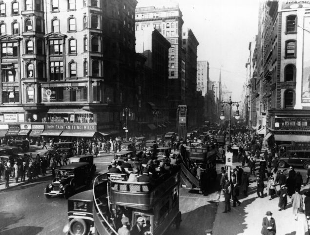 13th August 1925: Traffic on the intersection of 5th Avenue and 42nd Street in New York City.