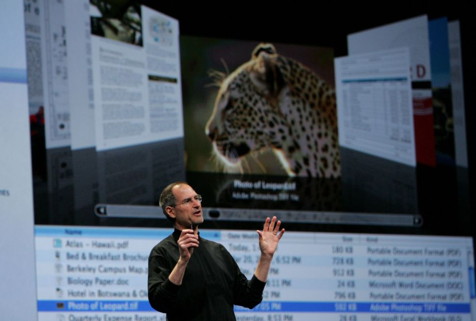 """Steve Jobs showing off Leopard in 2007, the first Mac OS to feature """"Time Machine."""""""