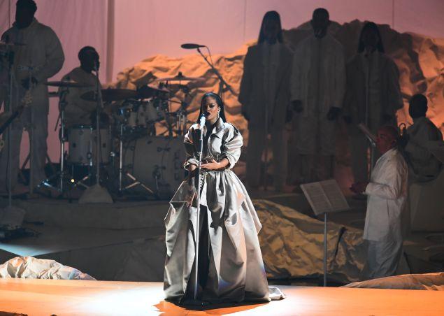 Rihanna in Alexander Vaulthier