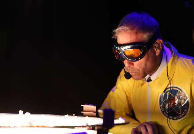 Alton Brown performs an experiment in Eat Your Science.