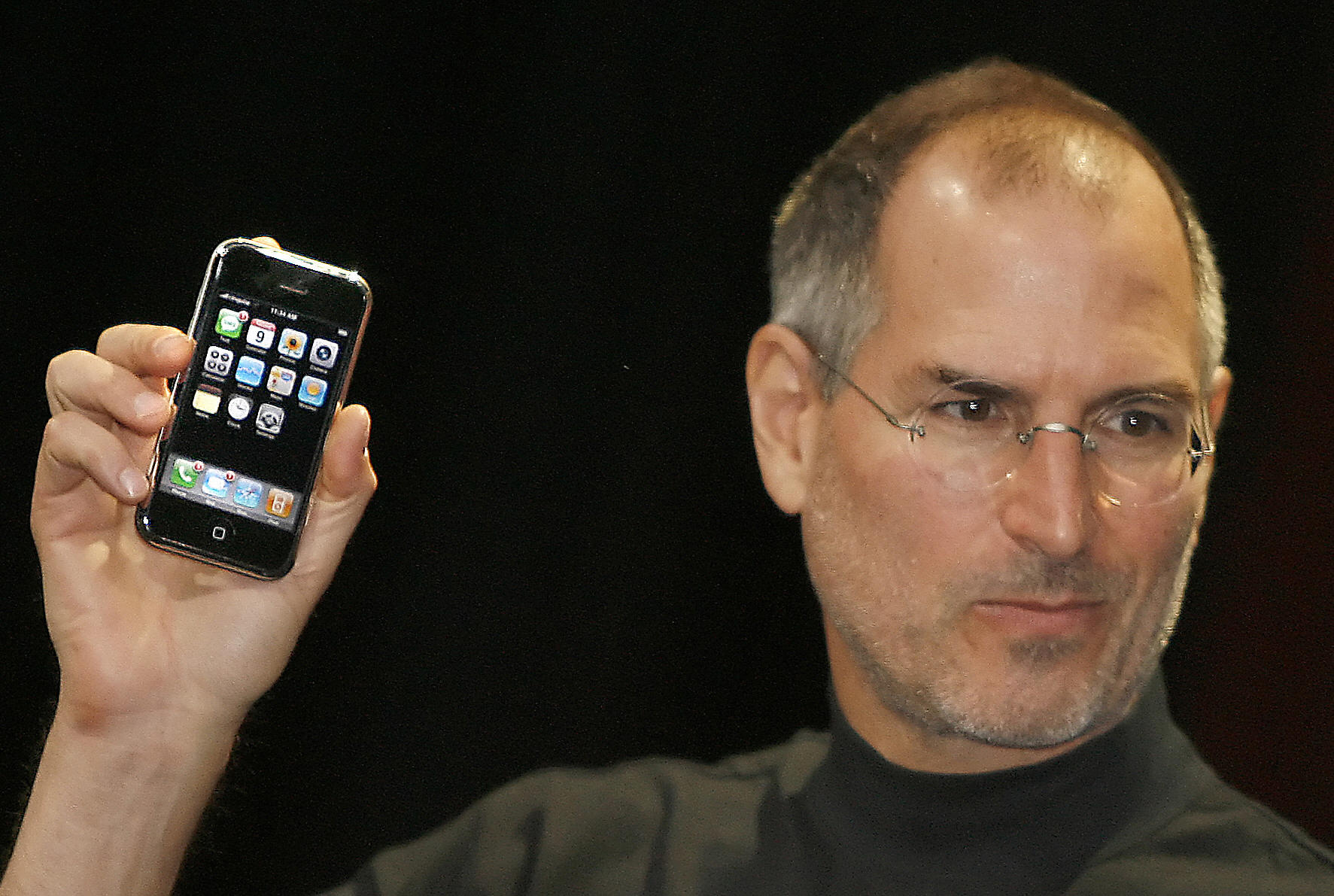 Apple unveils iPhone in 2007