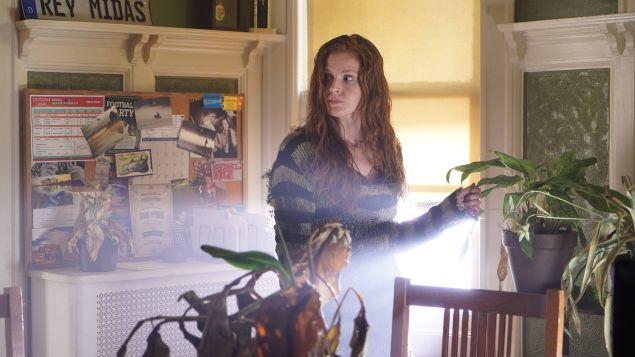 Maggie Geha as Ivy.