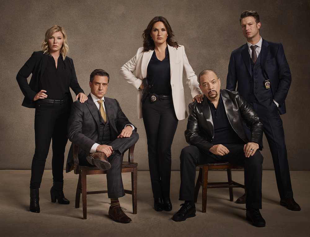 (l-r) Kelli Giddish, Raul Esparza, Mariska Hargitay, Ice-T and Peter Scanavino.