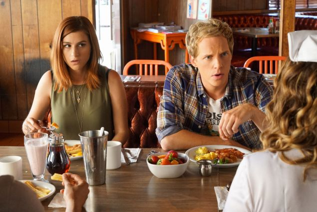 Aya Cash as Gretchen, Chris Geere as Jimmy in You're the Worst.