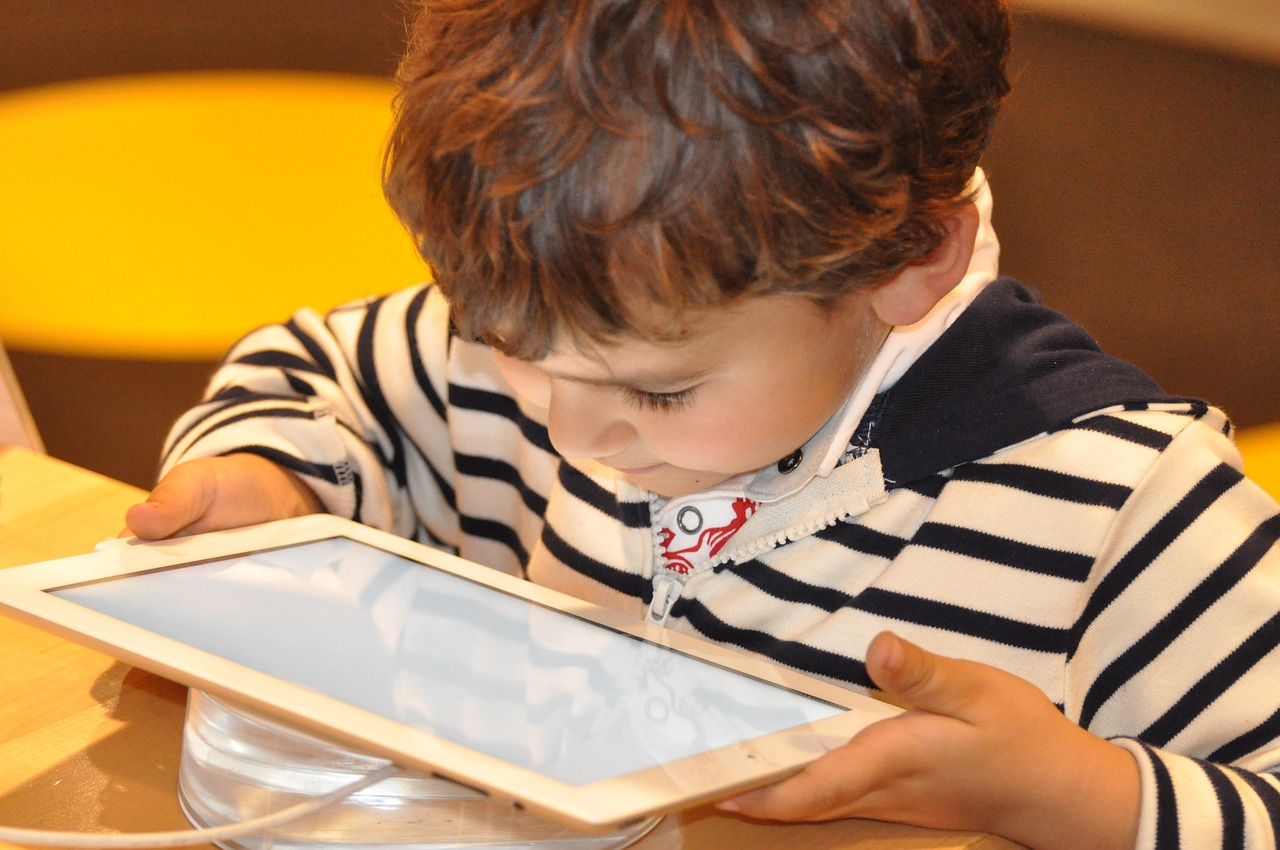 Parents should be involved in their children's use of electronic devices.