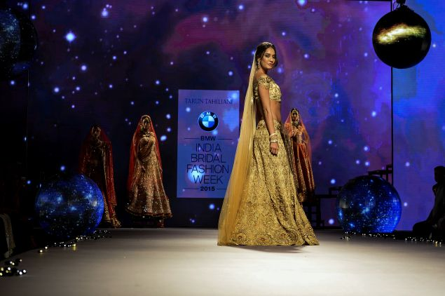 Lisa Haydon presents a creation by Indian designer Tarun Tahiliani during BMW India Bridal Fashion Week 2015 Photo: Chandan Khanna, AFP/Getty Images)