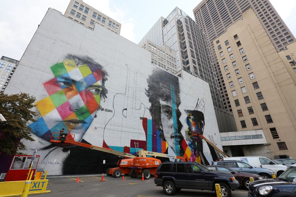 MINNEAPOLIS, MN - AUGUST 28: Brazilian artist Eduardo Kobra and his team paint a 60 foot by 150 foot mural of musician Bob Dylan on the side of a building on August 28, 2015 in Minneapolis, Minnesota. Over the next two weeks, Kobra and his team of three Brazilian artists and two from Minnesota, will finish the painting of Dylan, a Minnesota native.