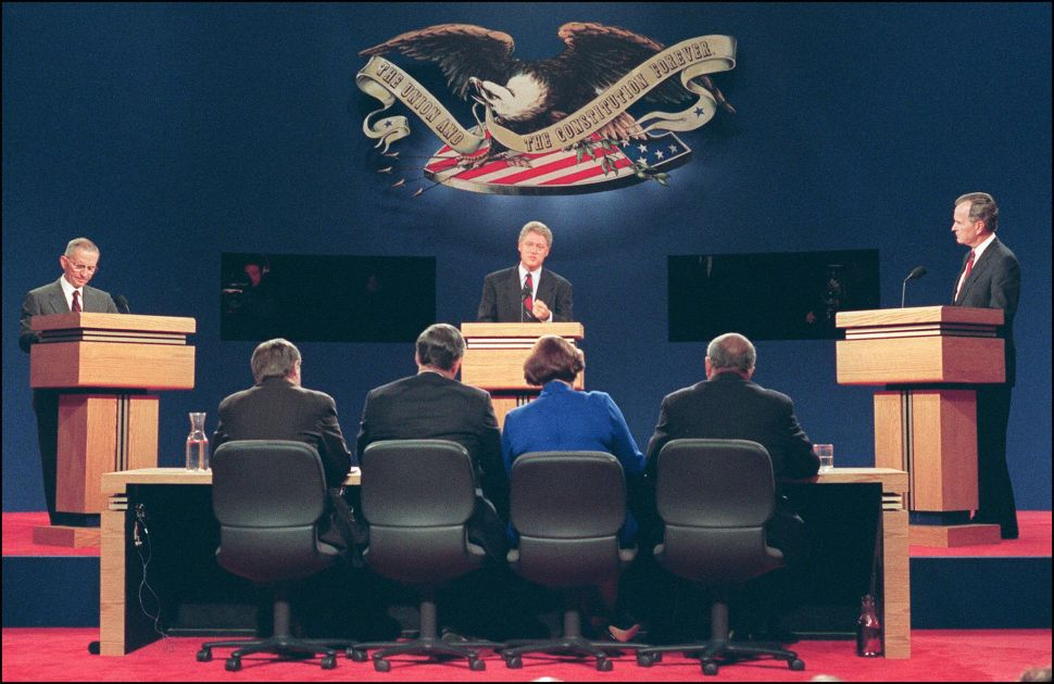 Democratic presidential candidate Bill Clinton (c), US President George Bush (r) and presidential candidate Ross Perot (l) in a picture taken 11 October 1992 in Saint Louis answer questions at the athletic center at Washington University