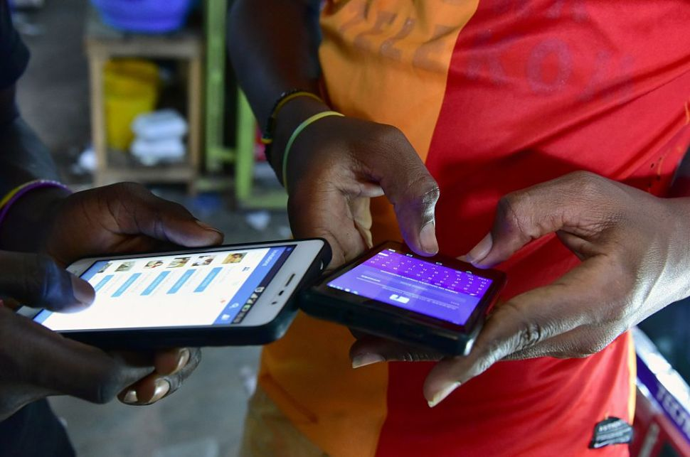 People browse internet articles the new version of Facebook in the popular West African language Peule on September 30, 2016 in Abidjan. / AFP / ISSOUF SANOGO (Photo credit should read ISSOUF SANOGO/AFP/Getty Images)