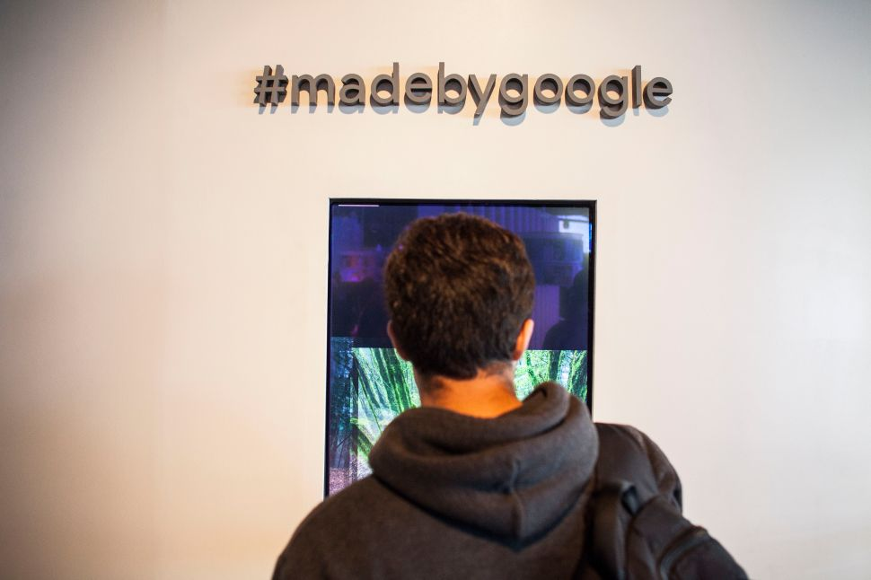 SAN FRANCISCO, CA - OCTOBER 04: Members of the media examine Google's Pixel phone during an event to introduce Google hardware products on October 4, 2016 in San Francisco, California. Google unveils new products including the Google Pixel Phone making a jump into the mobile device market.