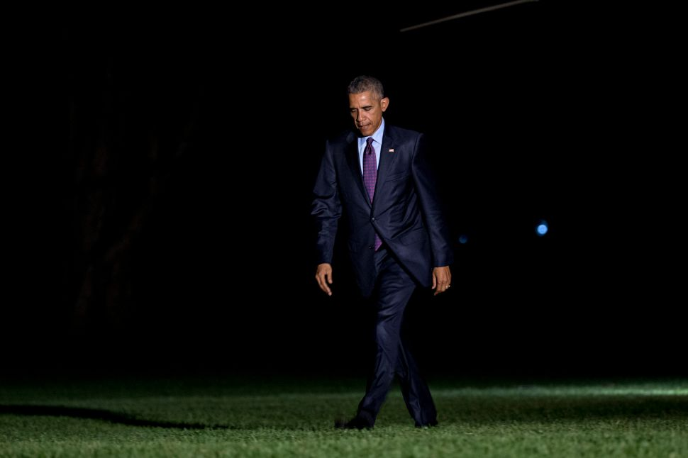 WASHINGTON, DC - OCTOBER 25: U.S. President Barack Obama walks on the South Lawn towards the White House after arriving on Marine One on Oct. 25, 2016 in Washington, D.C. President Obama is returning from a campaign and fundraising trip to California.