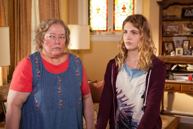 Kathy Bates and Sophie Nélisse in The Great Gilly Hopkins.
