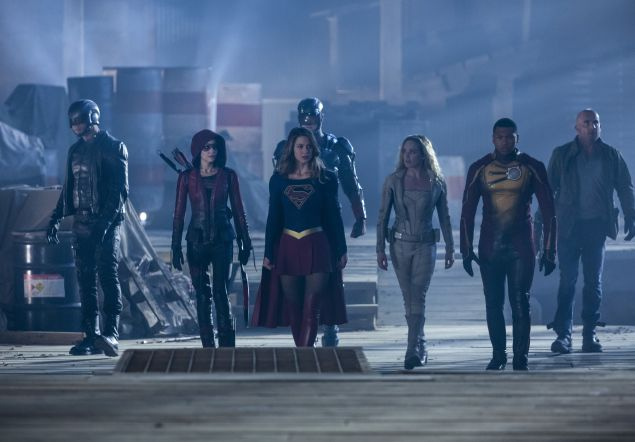 """(L-R): David Ramsey as John Diggle, Willa Holland as Speedy, Melissa Benoist as Supergirl, Brandon Routh as Atom, Caity Lotz as White Canary, Franz Drameh as Jefferson """"Jax"""" Jackson and Dominic Purcell as Heat Wave."""