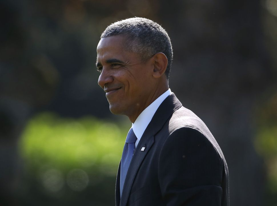 US President Barack Obama walks toward Marine One while departing from the White House, November 2, 2016 in Washington, DC. President Obama is traveling to North Carolina and Florida to campaign for Democratic presidential nominee Hillary Clinton.