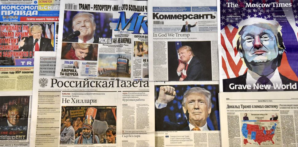 This photo illustration taken in Moscow on November 10, 2016 shows front pages of Russian newspapers reporting on the victory of Donald Trump in the US presidential election. / AFP / Yuri KADOBNOV