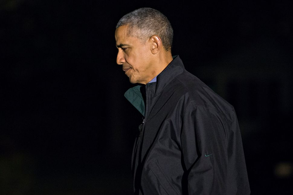 WASHINGTON, DC - NOVEMBER 21: U.S. President Barack Obama walks on the South Lawn towards the White House after arriving on Marine One on November 21, 2016 in Washington, D.C. President Obama is returning from his final trip to Europe as U.S. President.