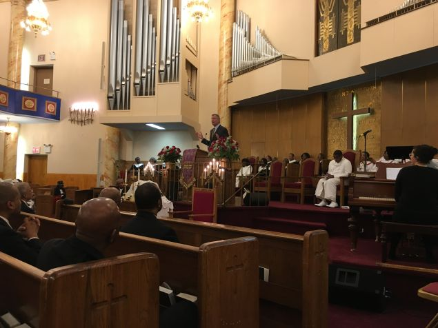 Mayor Bill de Blasio addresses congregants at the Salem Baptist Church in Brooklyn.