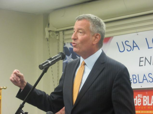 Mayor Bill de Blasio kicked off his 2017 reelection campaign with an endorsement from the Uniformed Sanitationmen's Association.