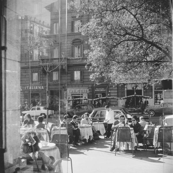 Georgina Masson's Via Veneto, Rome, 1950–65. Print from negative film