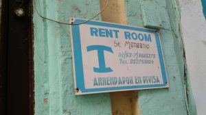 A typical sign seen on many homes with space to let in Habana Vieja.