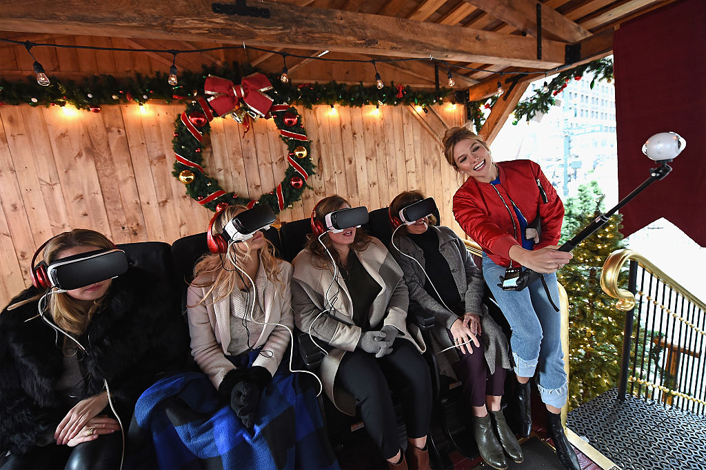 NEW YORK, NY - DECEMBER 19: Karlie Kloss (R) and her family stop by the 4D VR Sleigh Ride Experience at Samsung VR Presents: The Night Before in Herald Square on December 19, 2016 in New York City. (Photo by Ilya S. Savenok/Getty Images for Samsung)